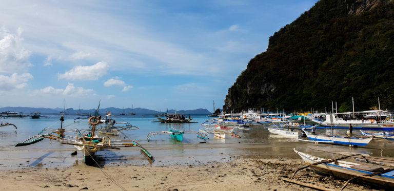 Přístavní pláž Corong Corong, El Nido, Palawan