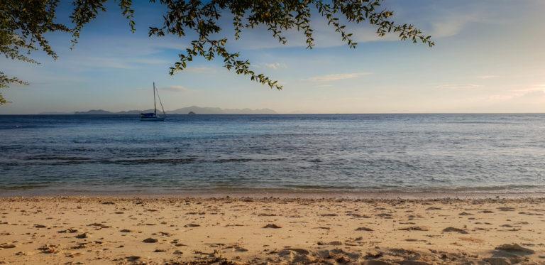 Pohled z ostrova Ditaytayan do zátoky, Filipíny