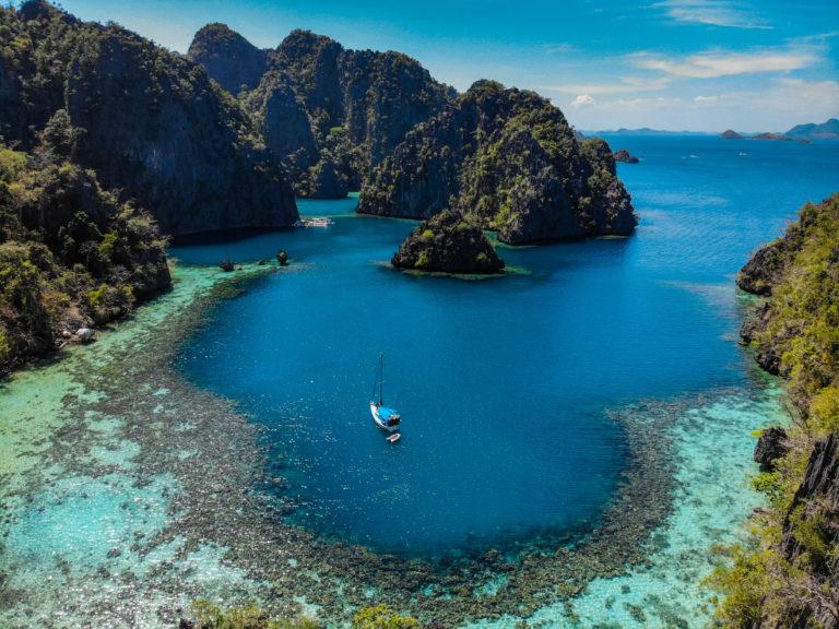 zátoka u ostrova Coron, Filipíny