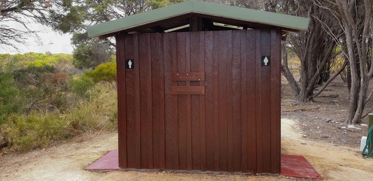záchody na ostrově Garden Island