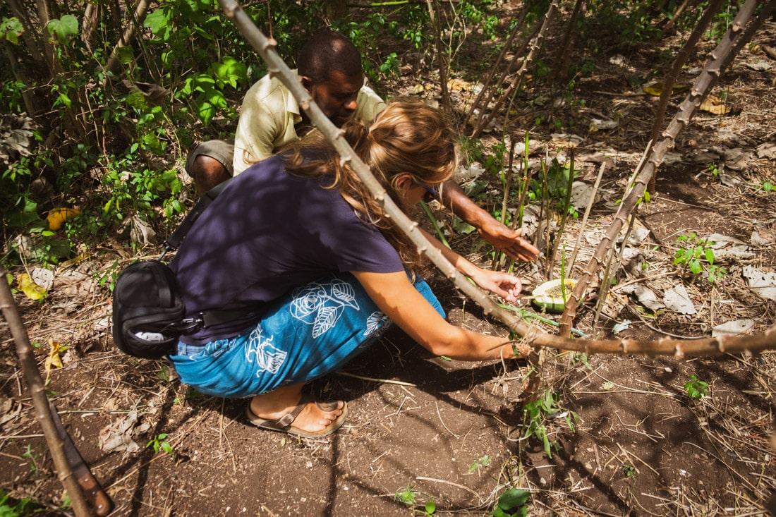Na papájové plantáži na Vanuatu, Lenka Martincová s ředitelem farmářské školy, Osobní zkušenosti