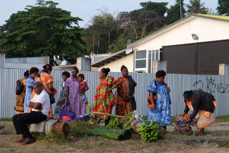 Ženy v typickém oblečení, Vanuatu, Melanésie