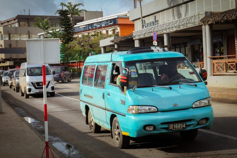 Austobus - veřejná doprava v hlavním městě Port Vila na Vanuatu, Melanésie, fotograf Lenka Martincová
