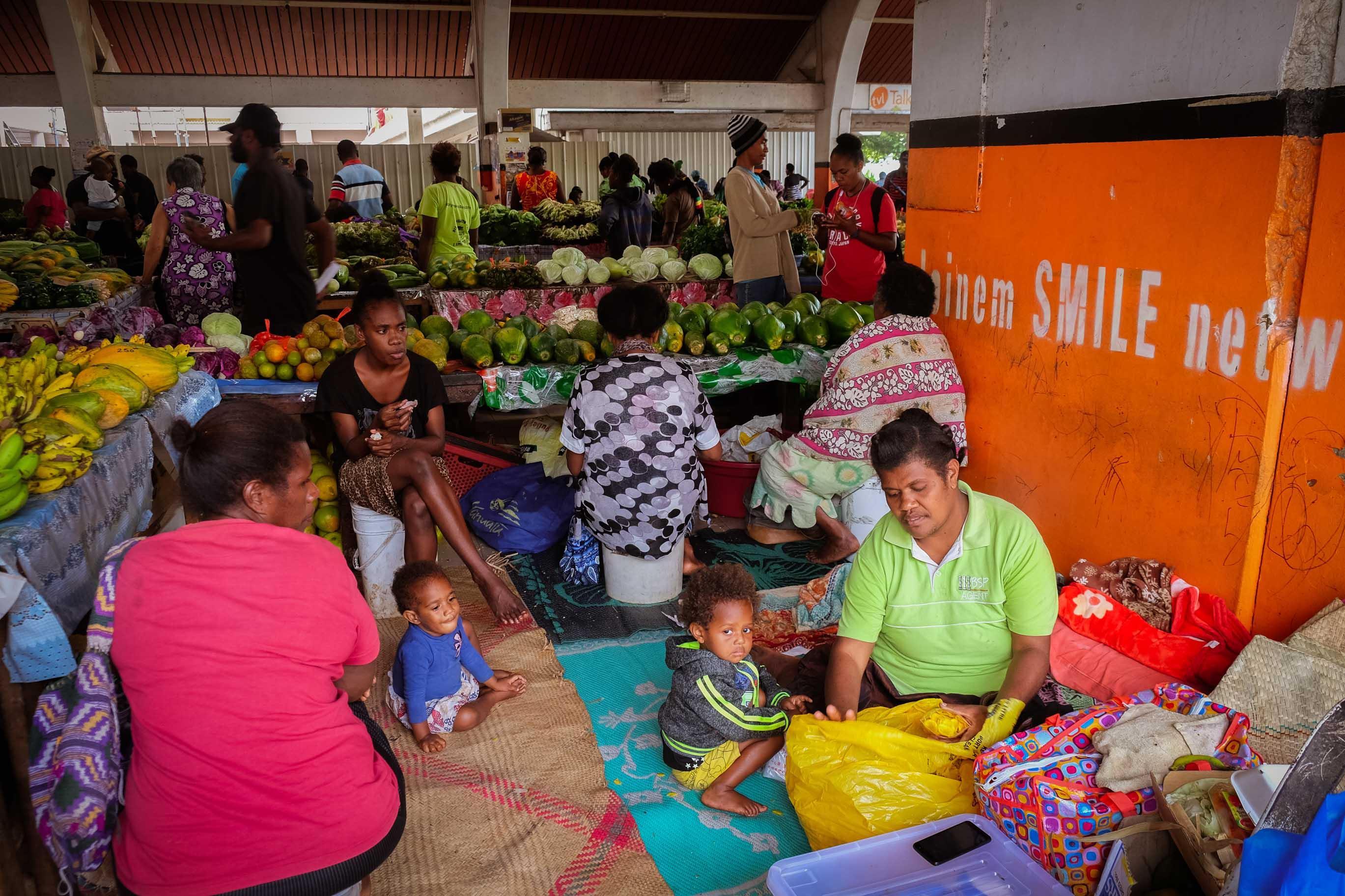 Trhy v Port Ville, prodej zeleniny z komunity Rondal školy, Osobní zkušenosti, fotograf Lenka Martincová